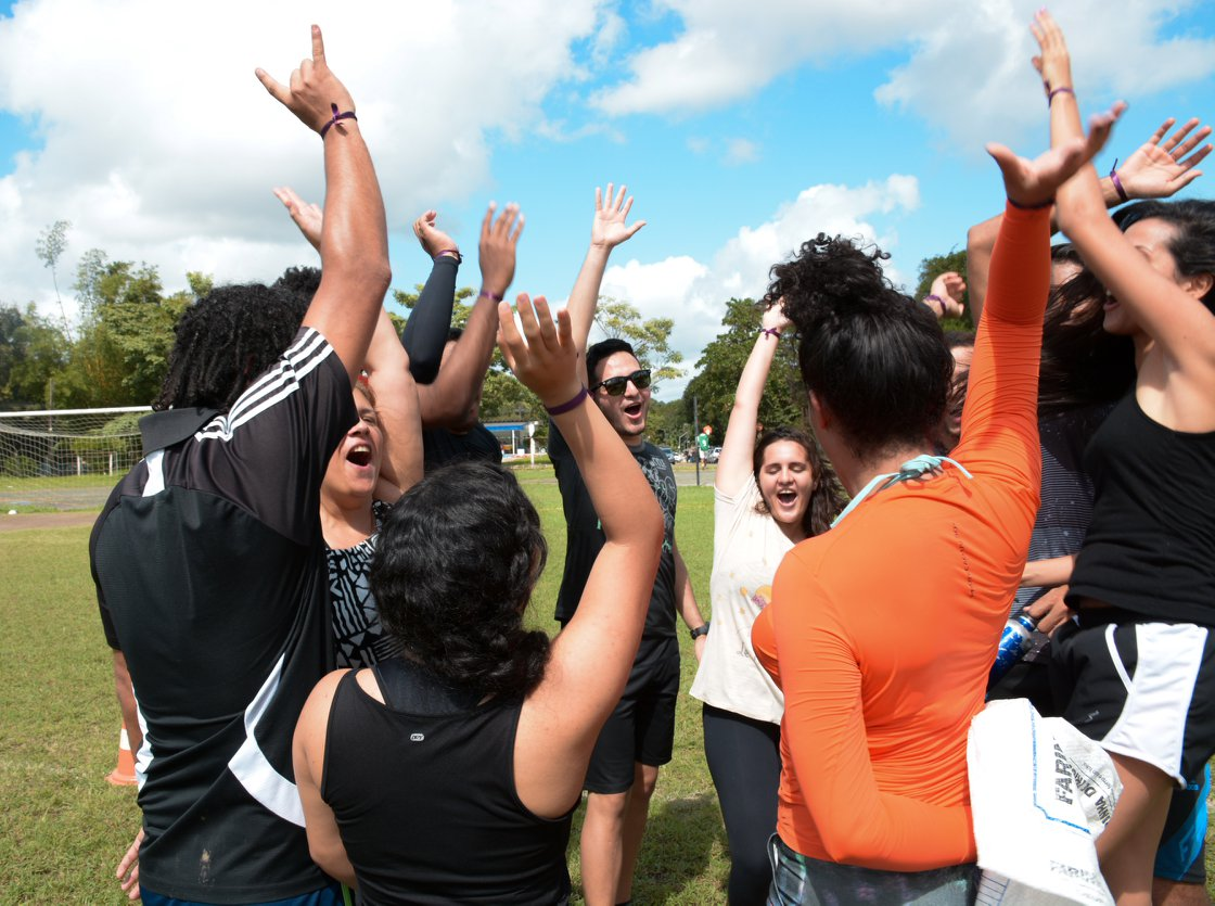 estudantes em atividade no campo da UFRPE